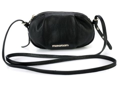 Маленькая сумочка Piccola чёрного цвета на ремешке через плечо.